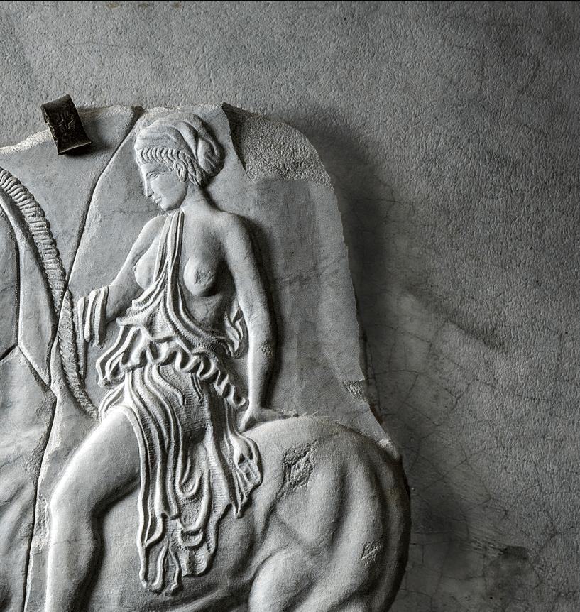 Amazona tallada en piedra