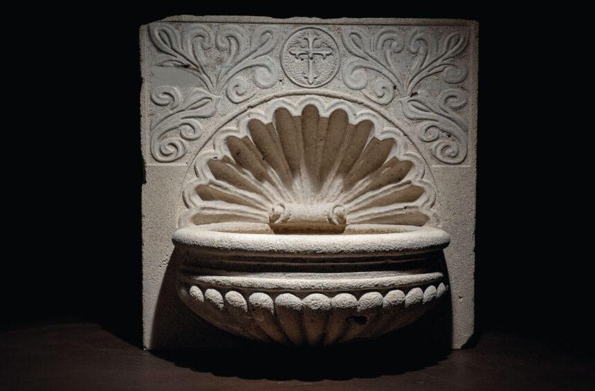 tallada, piedra travertino, agua, bendita