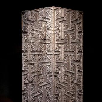 pilar tallado en piedra ,separar, ambientes